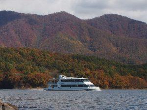 桧原湖の遊覧船