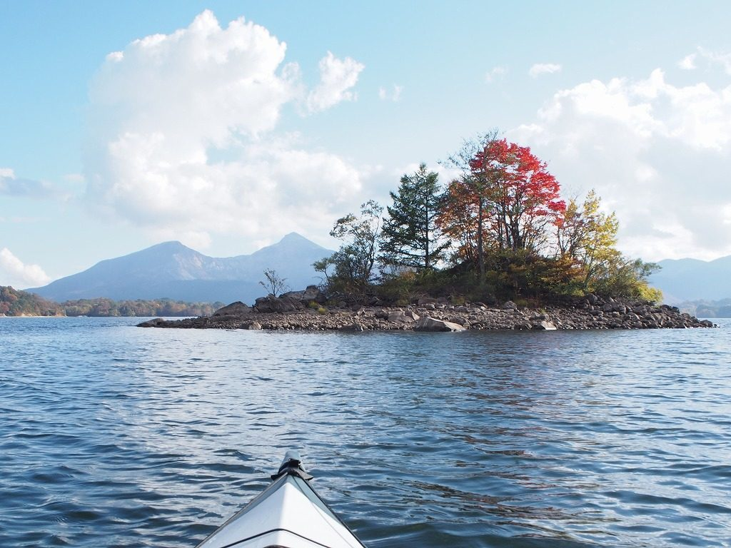 桧原湖 中央の浮き島
