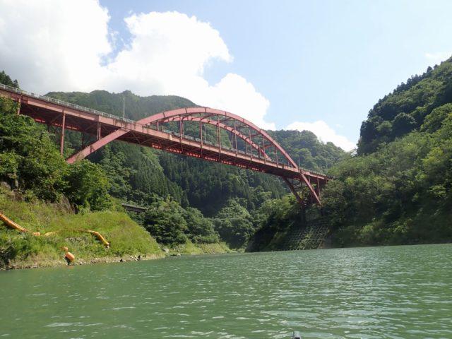 浦山大橋(湖面から)