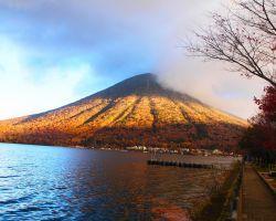 中禅寺湖 遊覧船船着き場から男体山