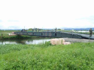 自衛隊の仮設橋