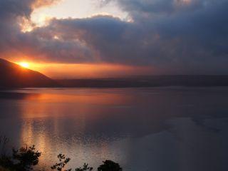雲の間の日の出