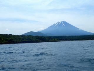 湖面から富士